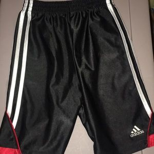 Boys adidas basketball shorts size 6 black EUC